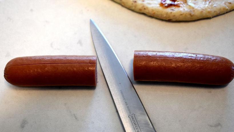 Это блюдо идеально подходит для пикника или похода: как приготовить батон - хот-дог