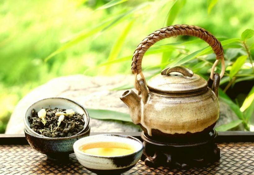 Очистит ковер, освежит белье, защитит ноги от запаха: мама поделилась необычными способами применения зеленого чая