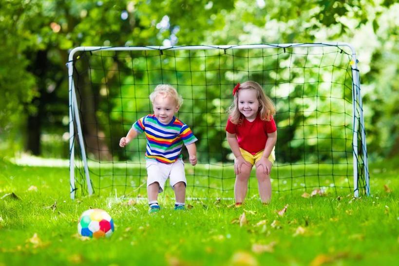 Активные физические игры повышают творческие способности, настроение, улучшают самочувствие. Почему еще стоит разрешить своим детям играть на улице