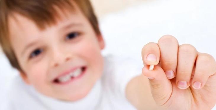 Почему врачи поощряют родителей, которые сохраняют молочные зубы своих малышей: когда они могут пригодиться
