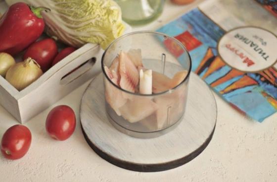 Мне захотелось съесть чего то оригинального и я приготовила голубцы с рыбной начинкой. Делюсь рецептом и секретом размягчения капустных листьев