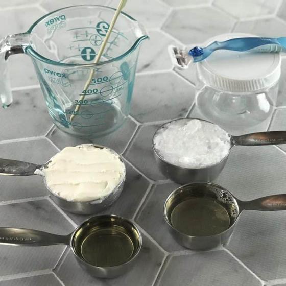 Я перестала покупать крем для бритья и теперь готовлю его сама: простой рецепт с эфирными маслами
