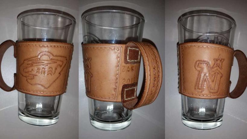 Отличный подарок для отца или друга: как сделать пивной бокал из натуральной кожи и обычного стакана