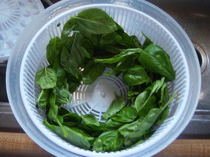 Как я сохраняю свежий базилик в оливковом масле