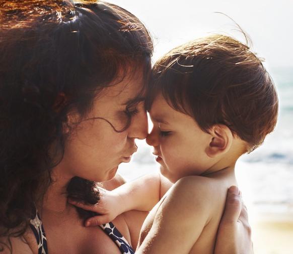 Истерика – способ выражения любви: почему маленькие дети могут плохо себя вести с матерью, но хорошо с другими людьми