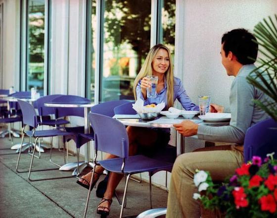 Спросить о еде и достижениях в жизни: советы, о чем говорить на первом свидании