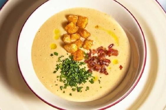 Аппетитный и сытный гороховый крем-суп с копченым беконом: острый вкус и незабываемый аромат