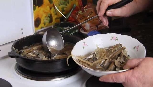 Знакомый моряк рассказал, как всего за 20 минут приготовить отменное блюдо из мойвы для всей семьи