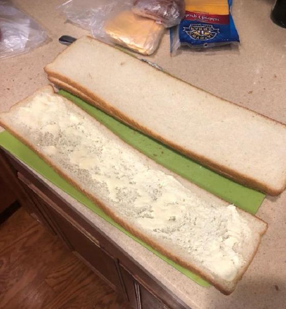 Экстра длинный бутерброд для настоящих холостяков: мужчина поделился своими кулинарными талантами