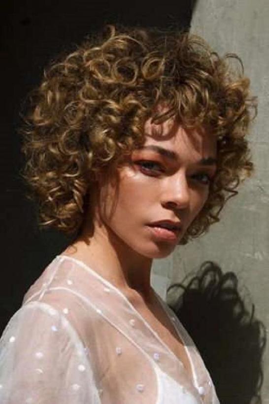Глянцевый мокко и медово грязная блондинка: стильные цвета волос, которые будут популярны в 2020 году