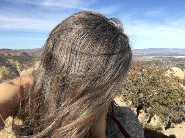 Грецкий орех, шалфей и еще 5 натуральных средств, предотвращающих появление седых волос