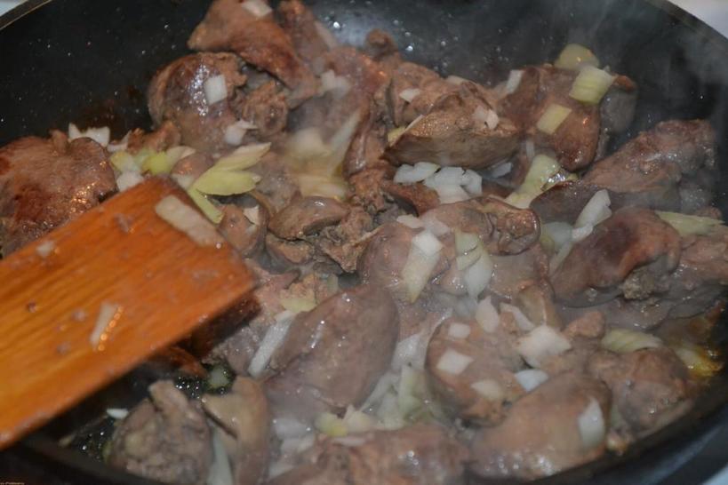 Когда длительная жарка только испортит блюдо. Сочная печень с луком всего за три минуты