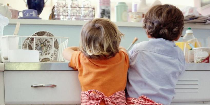 Больше хвалят и меньше критикуют: что мамы делают для сыновей, но не делают для дочерей