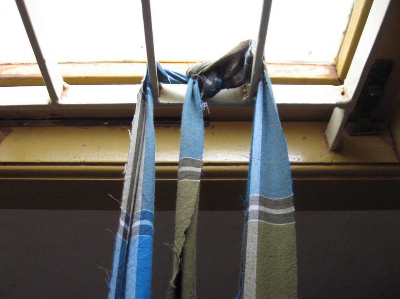 Я делала ревизию в шкафах и обнаружила кучу старой одежды: я решила ее переработать и сделать несколько декоративных ковриков