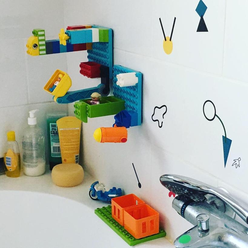 Веселые игры во время купания: как сделать платформу для сбора конструктора на плитке в ванной комнате