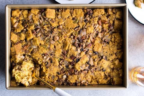 Простой рецепт приготовления полезного кукурузного пирога с грибами. С пользой для здоровья
