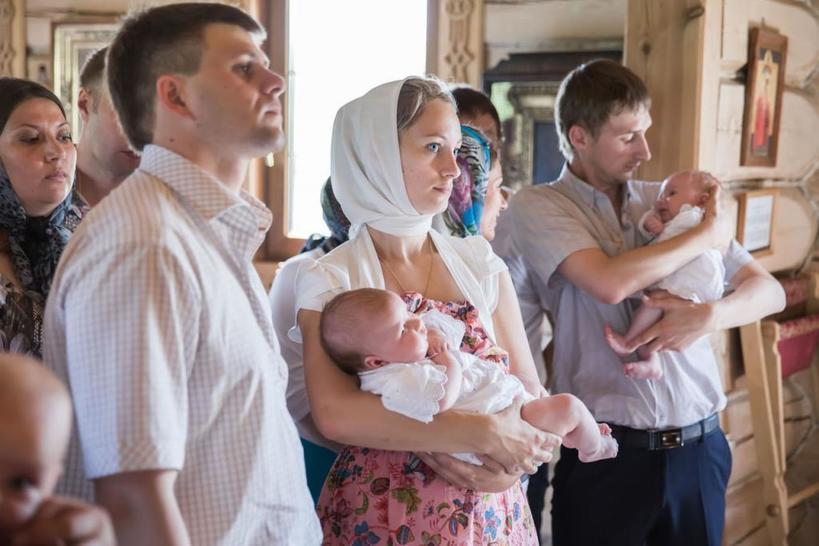 Глупые предрассудки или важные моменты крещения? Кого ни в коем случае нельзя брать в крестные своему малышу