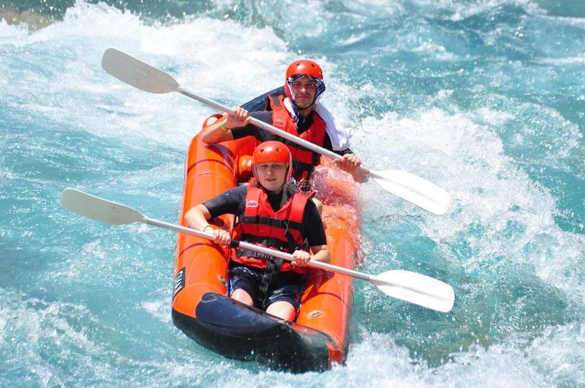 Для тех, кто любит, чтобы на отдыхе бурлила кровь: самые лучшие места для сплава по горным рекам