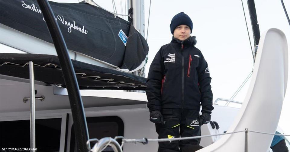 Активистка Грета Тунберг добиралась до Испании на яхте, сделанной из нефтепродуктов