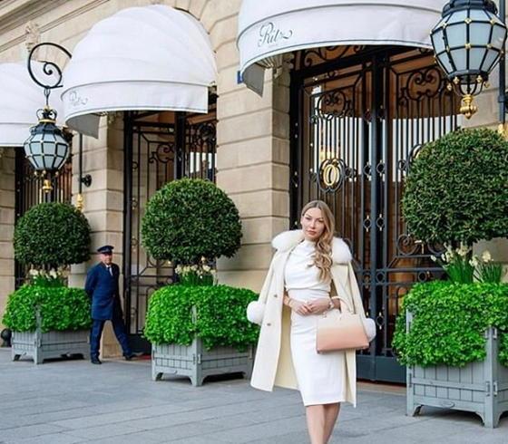 Избегайте розового, если вы - рыжеволосая: сваха для миллионеров Анна Бей дает новые советы