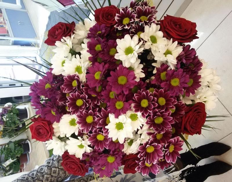 Сделала для крестной на Новый год стильные свечи из лепестков роз и воска