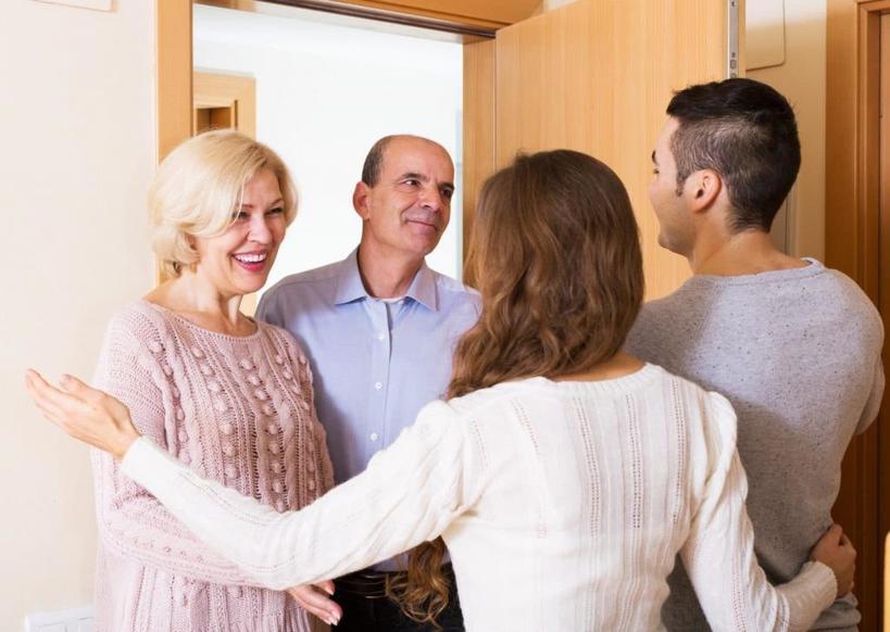 Дайте высказаться и обратите внимание на динамику ваших отношений: что делать, если родителям не нравится ваш возлюбленный