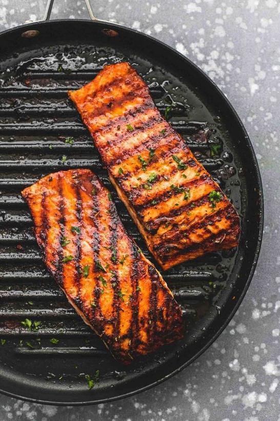 Муж очень любит рыбку, поэтому я готовлю ему лосося под сливочно медовым соусом и заправкой  каджун