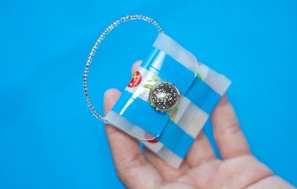 Как сделать маленькую сумочку из старого тюбика от косметики
