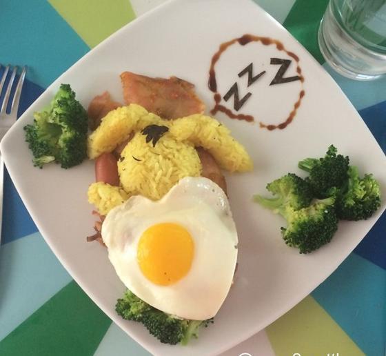 Мама каждое утро готовит своим четырем детям креативные завтраки: искусство из яиц