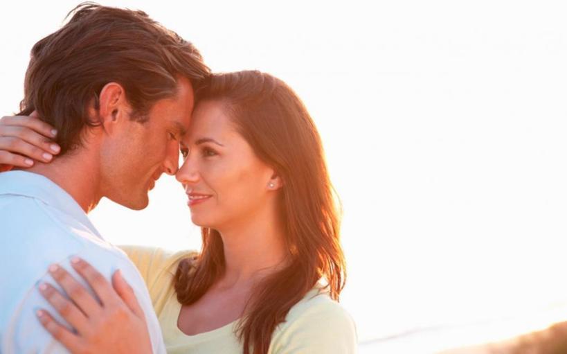 Как определить, что мужчина влюблен: восторг, уязвимость и другие скрытые признаки