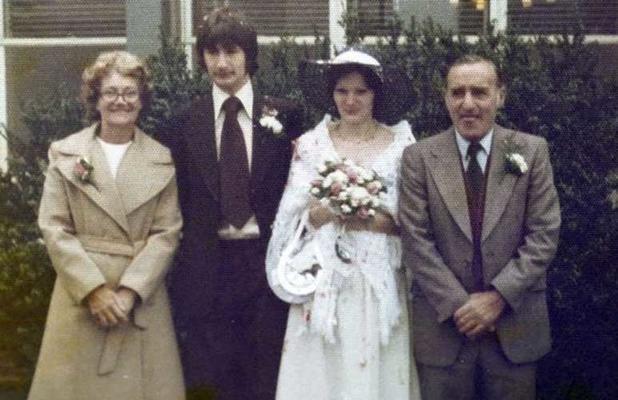 Стоило столько ждать? Бывшие супруги поженились вновь через 17 лет после расторжения брака