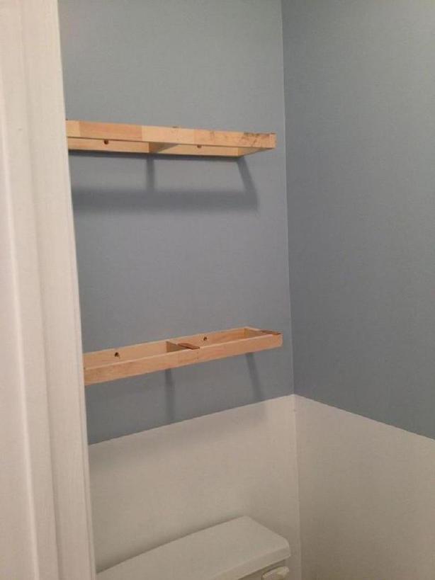 Из одного большого зеркала в ванной мы сделали два с разделяющим шкафом посередине