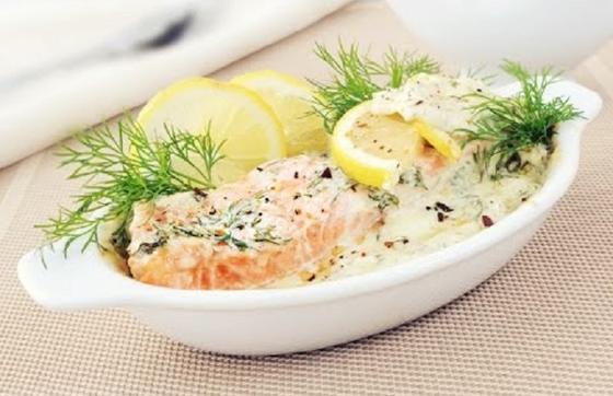 Лосось со шпинатом в сливочном соусе на сковороде: легкое и быстрое блюдо для всей семьи