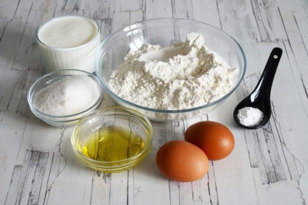 Если нет духовки: рецепт приготовления вкусного пирога с фруктами на сковороде
