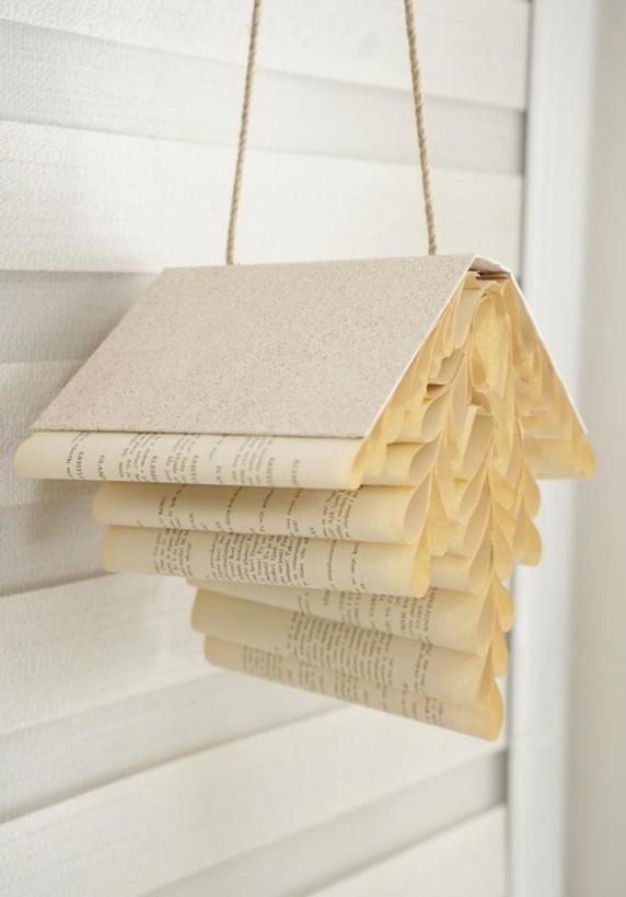 Милый домик в стиле кантри: делаем красивое украшение для интерьера из старых книг