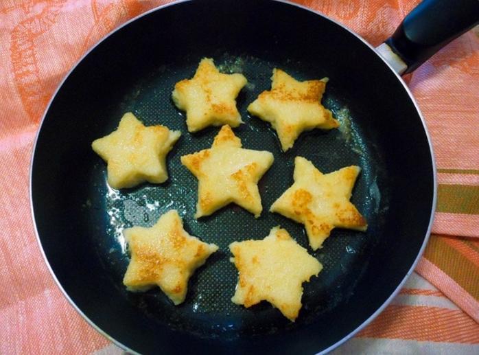 Если дети не доели манную кашу, из нее можно нажарить аппетитные и вкусные звездочки: простой рецепт на все времена