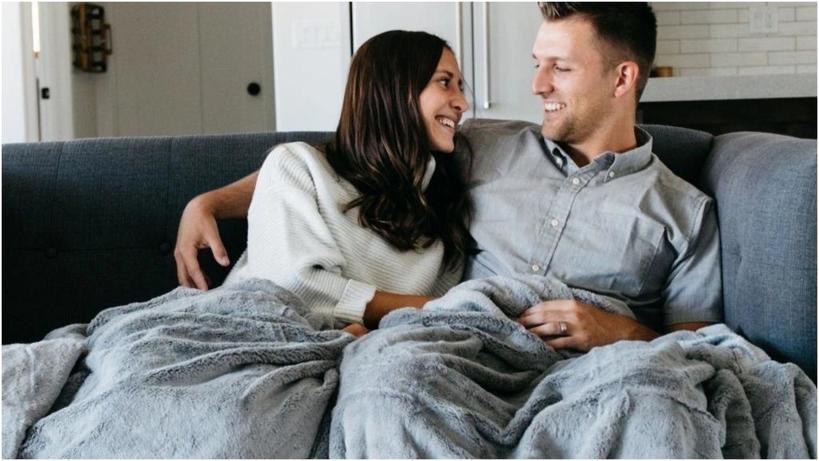 Если нет ни денег, ни времени ходить по ресторанам для романтических встреч: эксперты посоветовали альтернативы для укрепления отношений в домашних условиях
