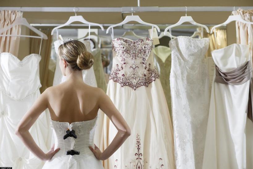 Жених запретил покупать невесте свадебное платье за 950 $ и нашел ей более экономный вариант. За этот поступок мужчину назвали