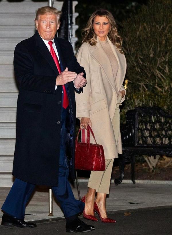 Классика с изюминкой  от Мелании Трамп: самые стильные наряды первой леди США