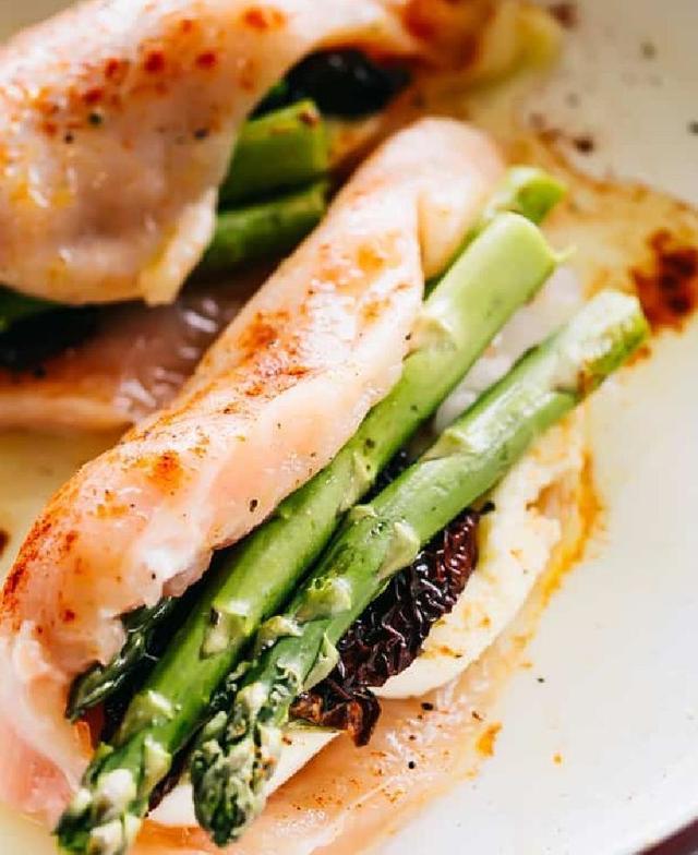 Куриная грудка, фаршированная спаржей с моцареллой: 30 минут - и вкусный ужин на столе