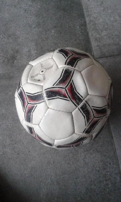 Ребенок обожает футбол? Интересная идея для детской комнаты: лампа в форме футбольного мяча своими руками
