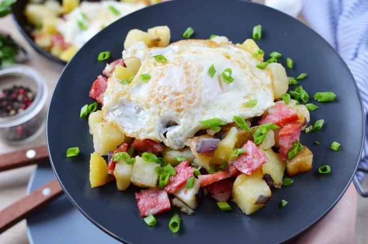 Испанские колбаски с луком, яйцом и картошкой. Рецепт моей свекрови, идеально для завтрака!
