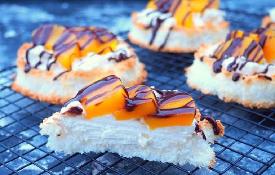 Вкусный десерт за 30 минут: кокосовое печенье с персиком, есть его   одно удовольствие