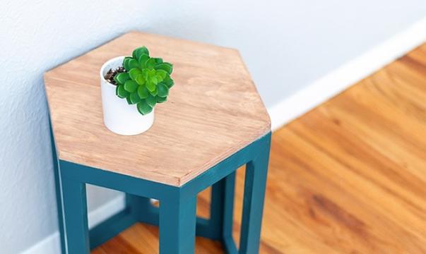 Геометрическая мебель всегда в моде: делаем простой и стильный столик в виде шестигранника