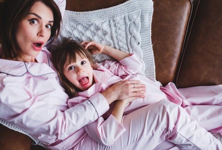 Дочки ведущей  Доброго утра  Ирины Муромцевой на новых фото очень похожи на нее