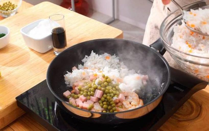 Ризотто «Три деликатеса»: готовлю вкусное блюдо с креветками, ветчиной и не только
