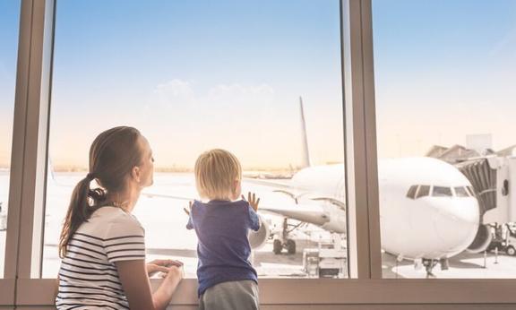 Полезные советы для родителей, путешествующих только с одним ребенком: способствуйте их независимости, знакомьтесь с другими детьми, и не только
