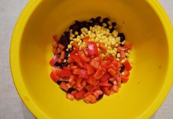 Салат, который я приготовила на День влюбленных за 15 минут, покорил мою вторую половинку своим вкусом