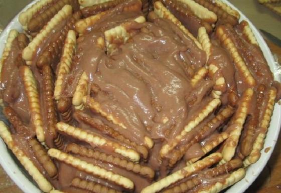 Красивый торт с кофейным вкусом без выпечки, тающий во рту: очень легко приготовить