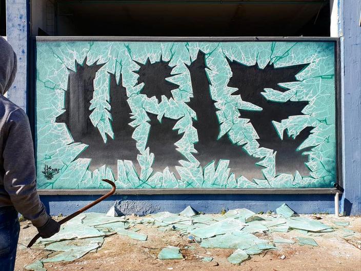 Уличный художник делает стены прозрачными, используя только краску